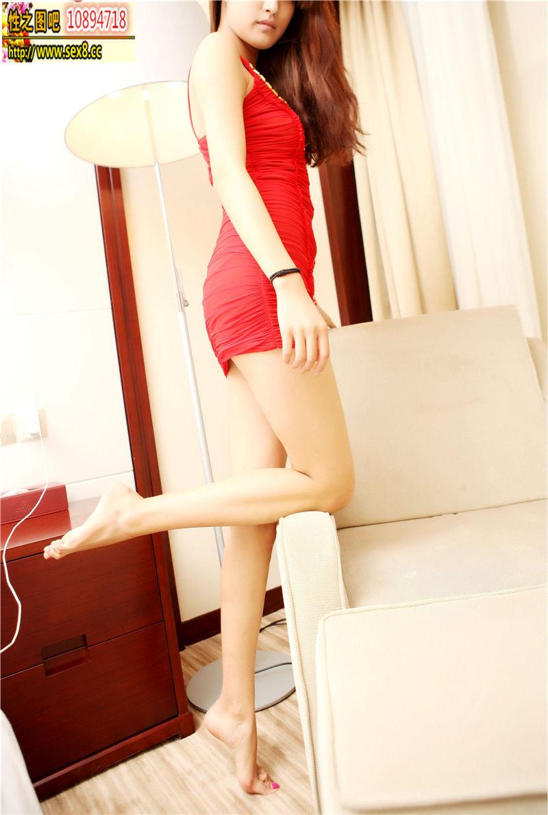 紅裙長腿女郎