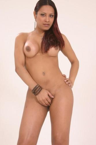 This shemale Alana has nice titties