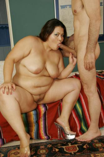 Vanessa Lee has a large curvy body