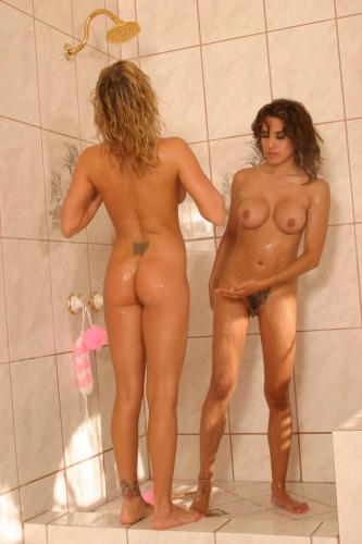 Hot lesbians Brooke Belle and Renae Cruz