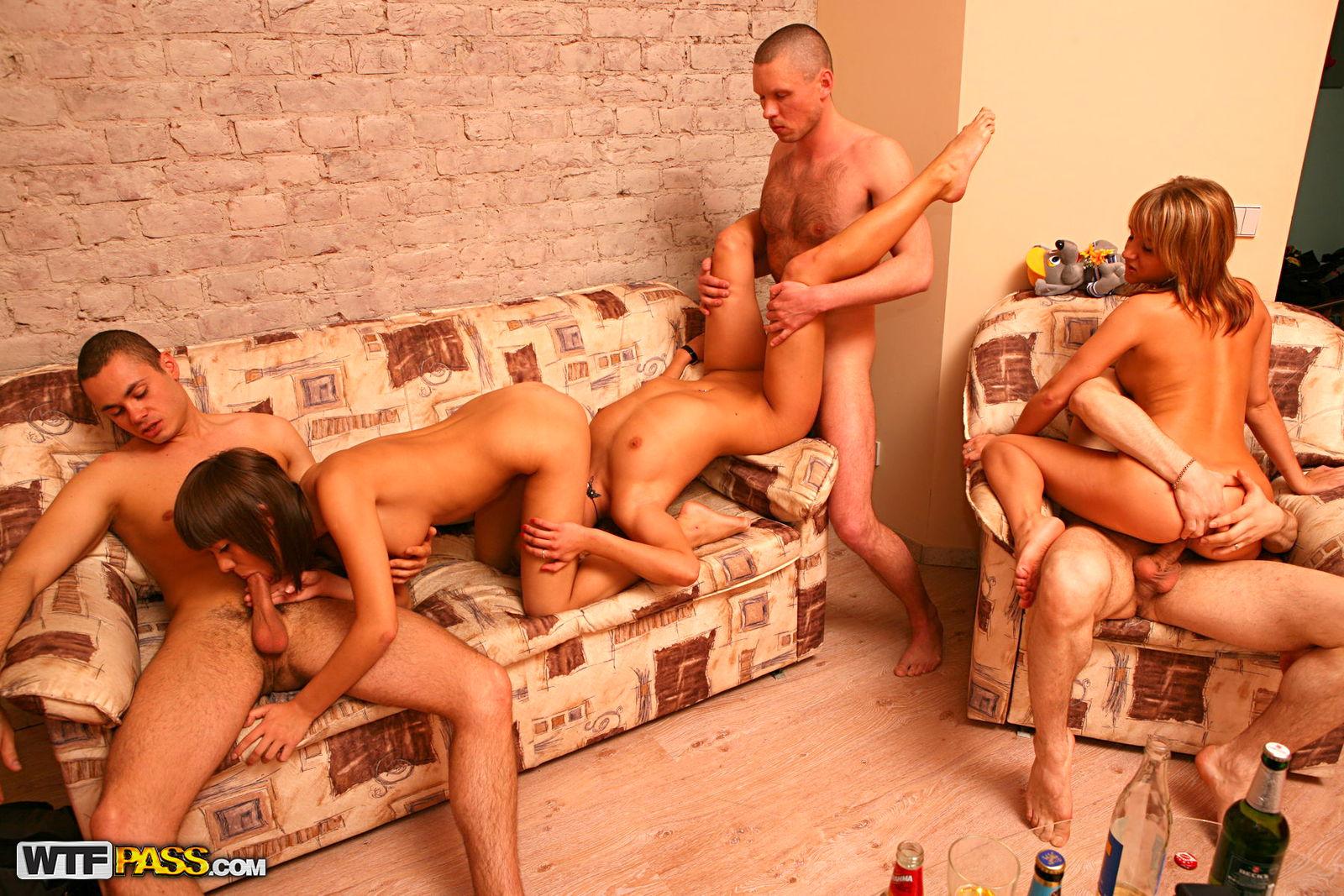 Студентські секс вечеринки, Порно видео онлайн: ВечеринкаСтудентки 8 фотография