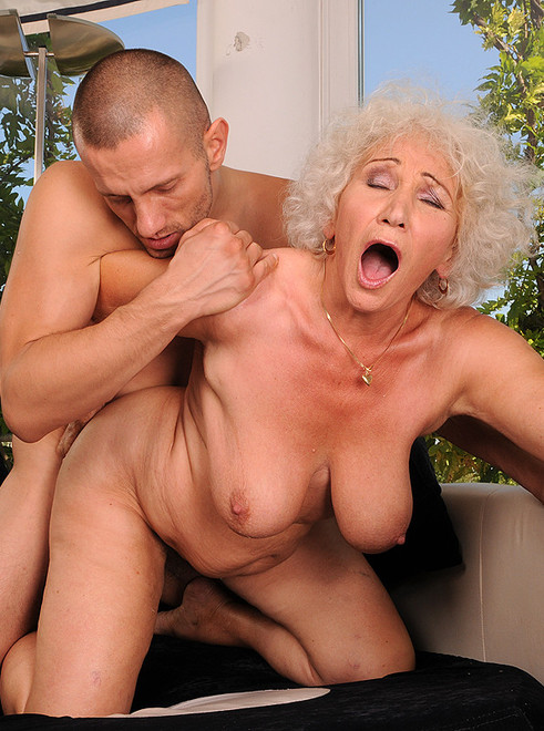 hot old mom nackt