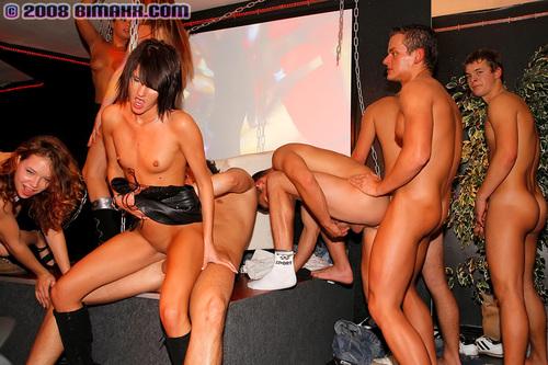 Видео секс оргии в клубах