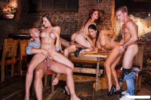 смотреть порно королевские и царские сексуальные оргии групповые посетители