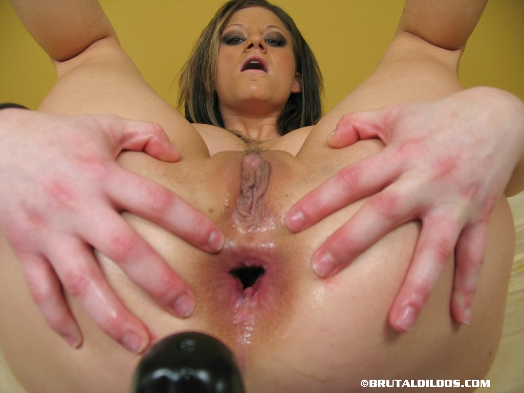 [BrutalDildos] ALEX huge black dildo in asshole