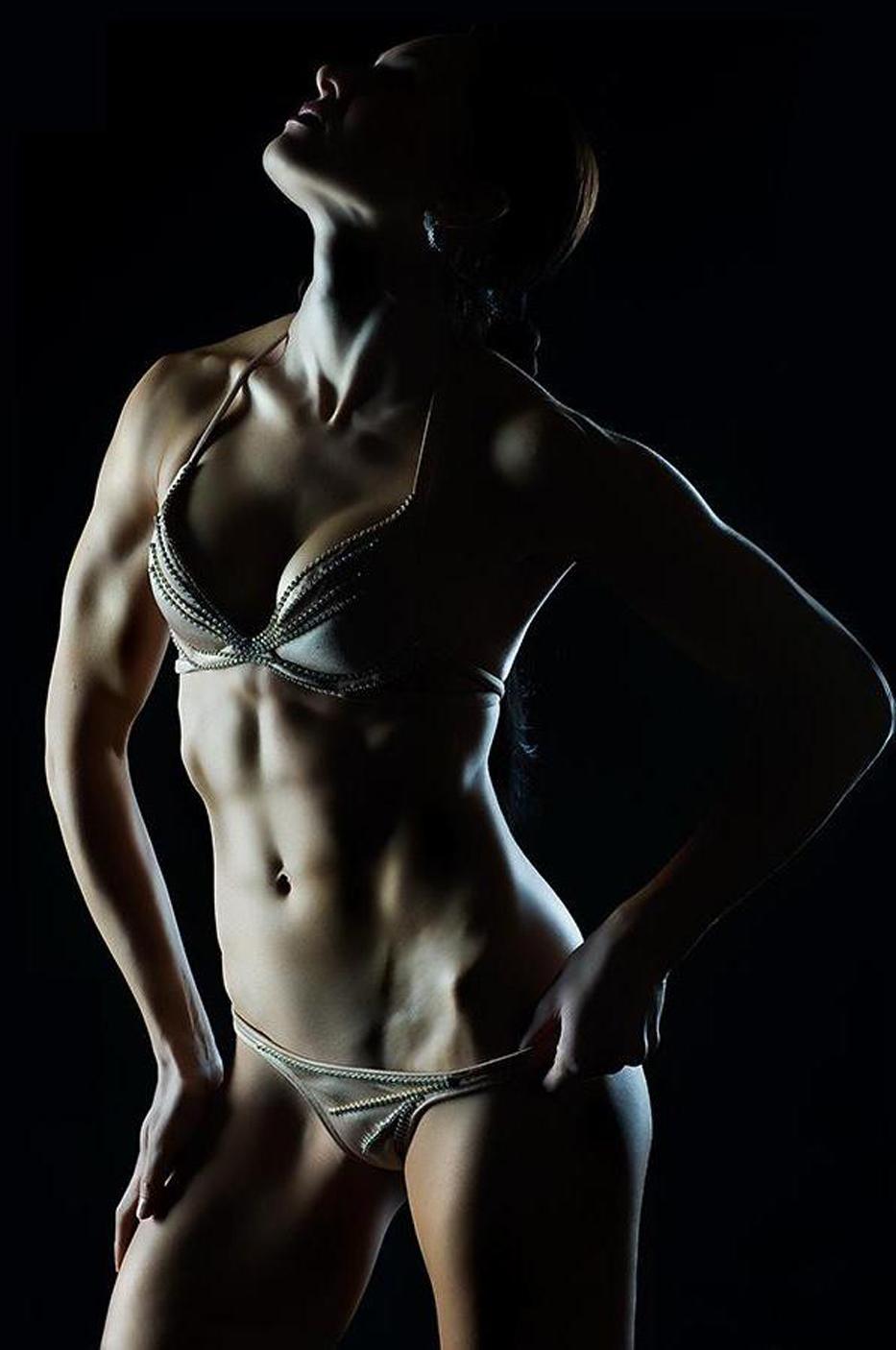 Фото накаченных женщин брюнеток 14 фотография
