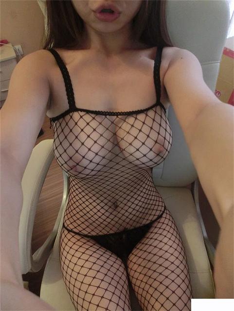 ╭☆<自拍>F奶傳播妹~玟玟~性感自拍裸照!_17P☆╮