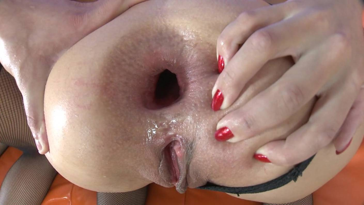 Redhead having sex for the first time