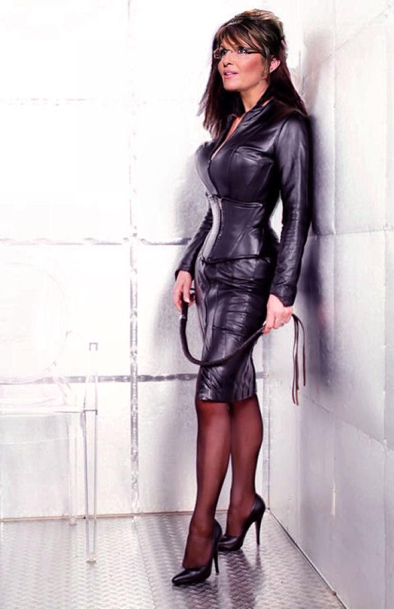 Фото девушки в парке в кожаной мини юбки 18 фотография