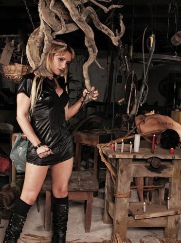 Adryella Dominando com Garra seu Escravo