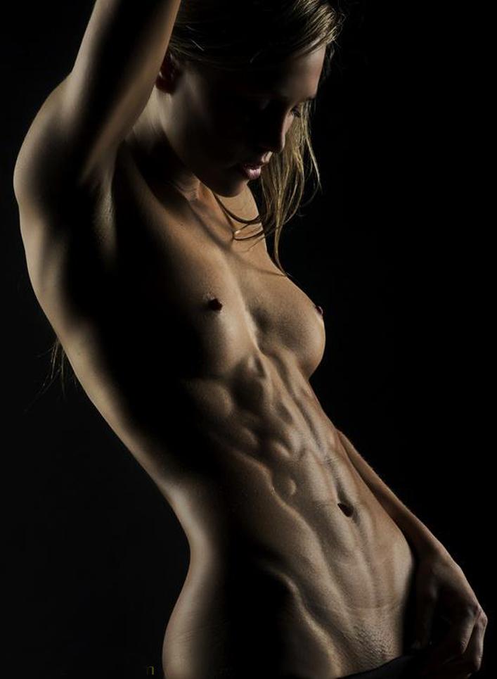 fitnes-golie-zhenshini-foto