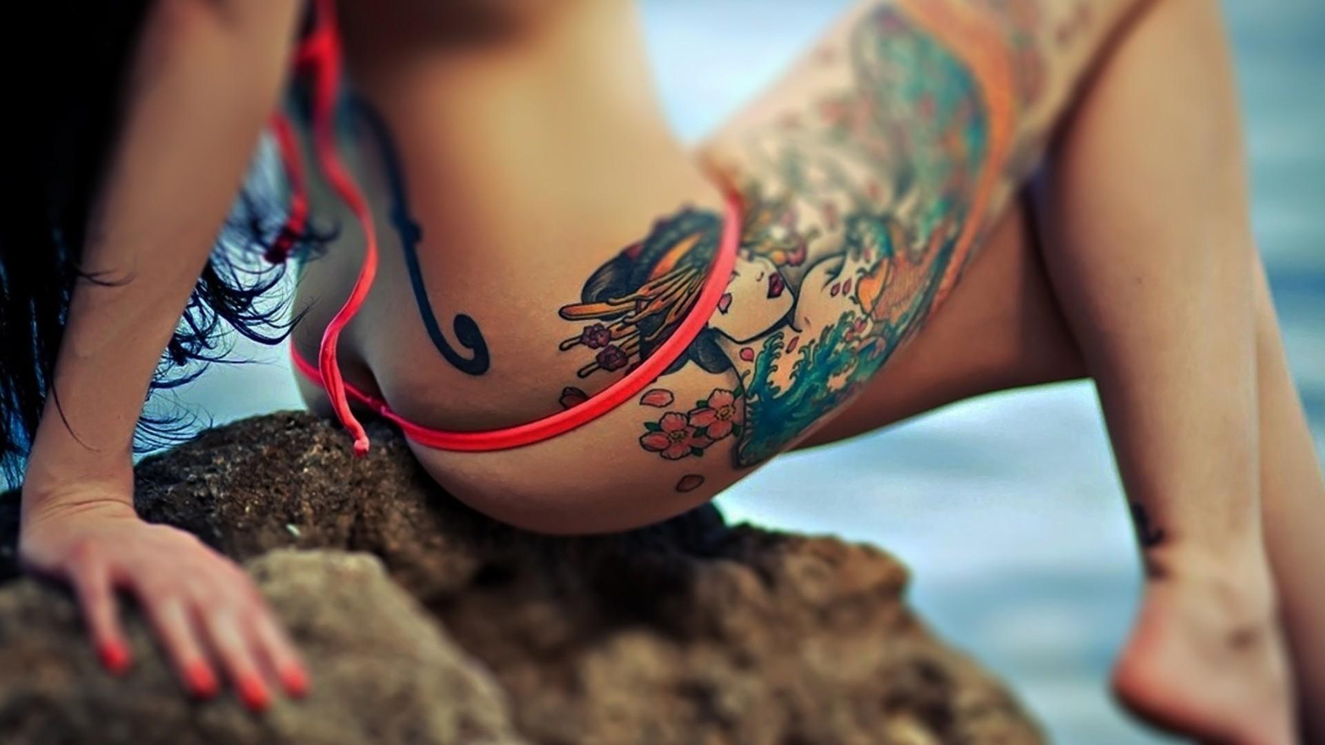Фото девушек с татуировками на руках