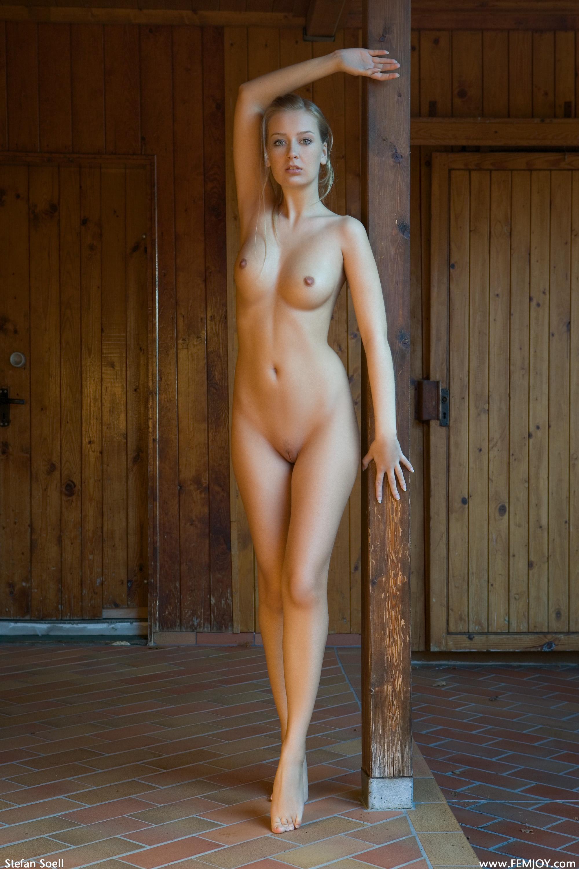 Фото голые стоят в полный рост 16 фотография
