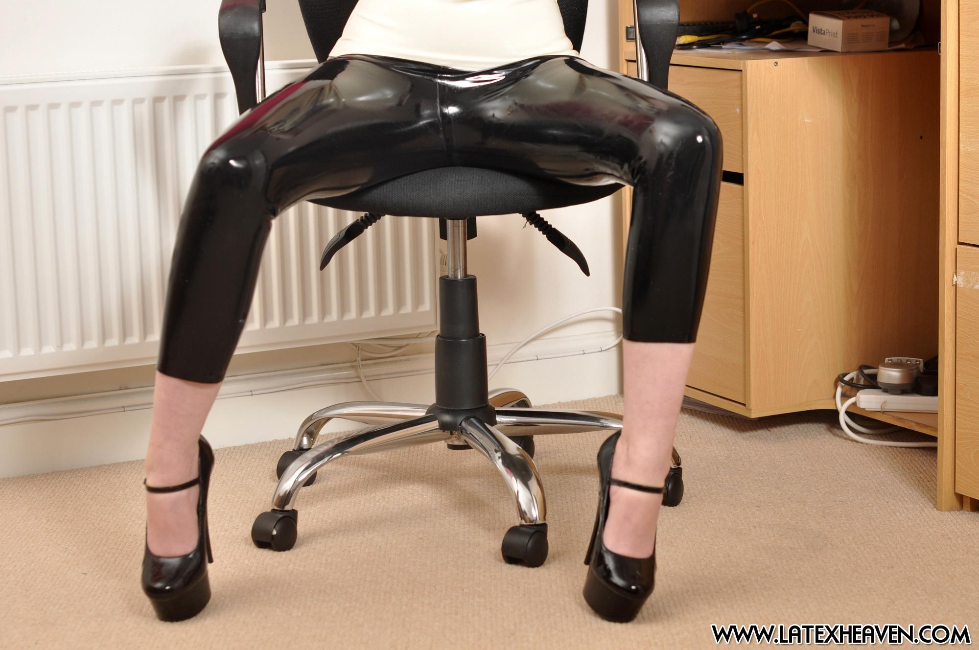 Секс девушки в черных лосинах 1 фотография