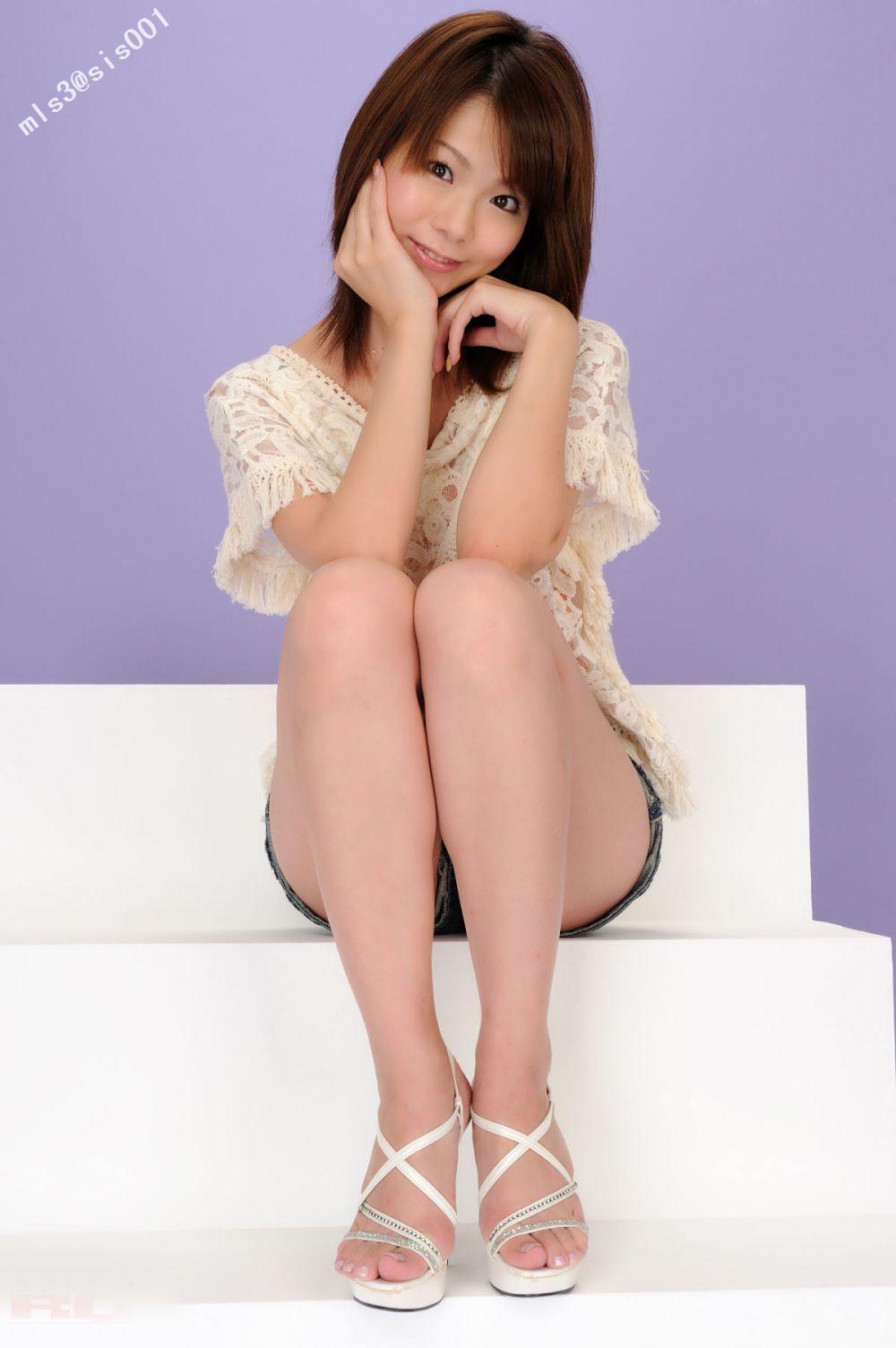休闲装美女的裸腿