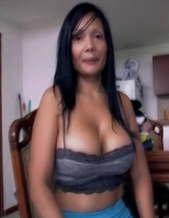 Colombiana mamando y tragando semen 2 7