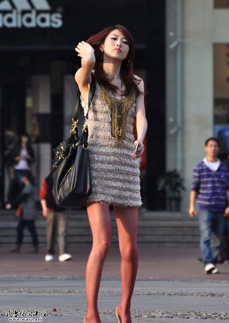 街拍美女们的极品各色丝袜二