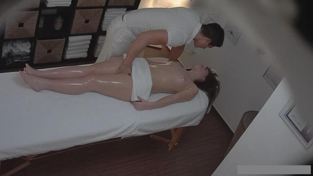 скрытая камера в массажном салоне студентка джентльмен кивнул