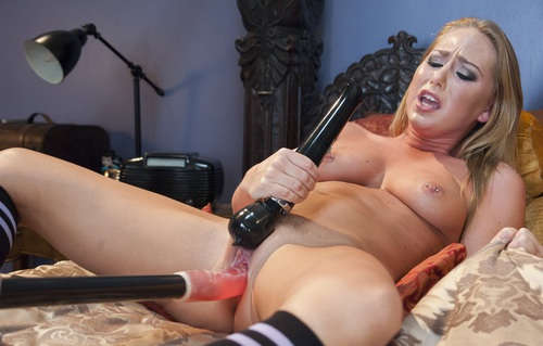 Carter Does Some Breath Play With The Squirt Machine And She Pornhd6K 1