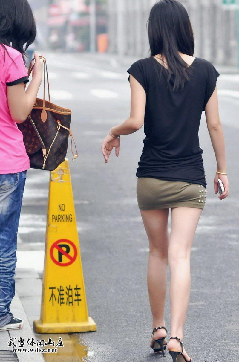 街拍短裙高跟凉鞋美腿美女|魅力街拍