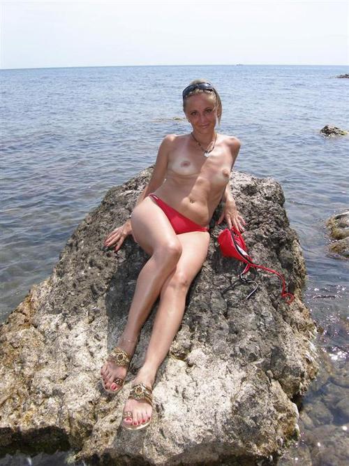 golie-mamki-na-more