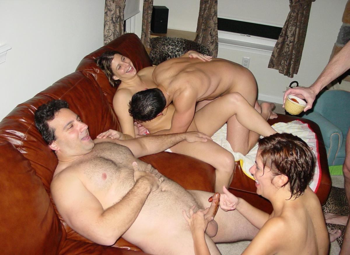 Семейные пары занимаются сексом меняя партнеров 8 фотография