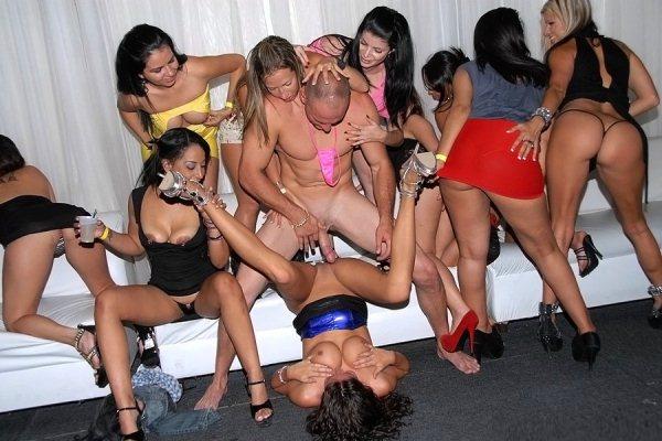 porno-roliki-ebut-tolpoy