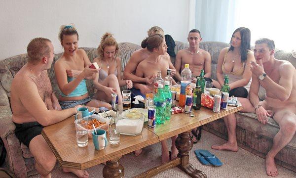 сидят сайтах русская бухая вечеринка где то на даче завхозом или