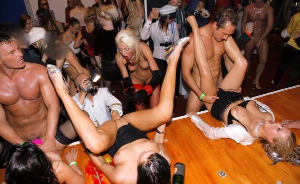 Cameron cruise cynthia nike and sophie roman orgy