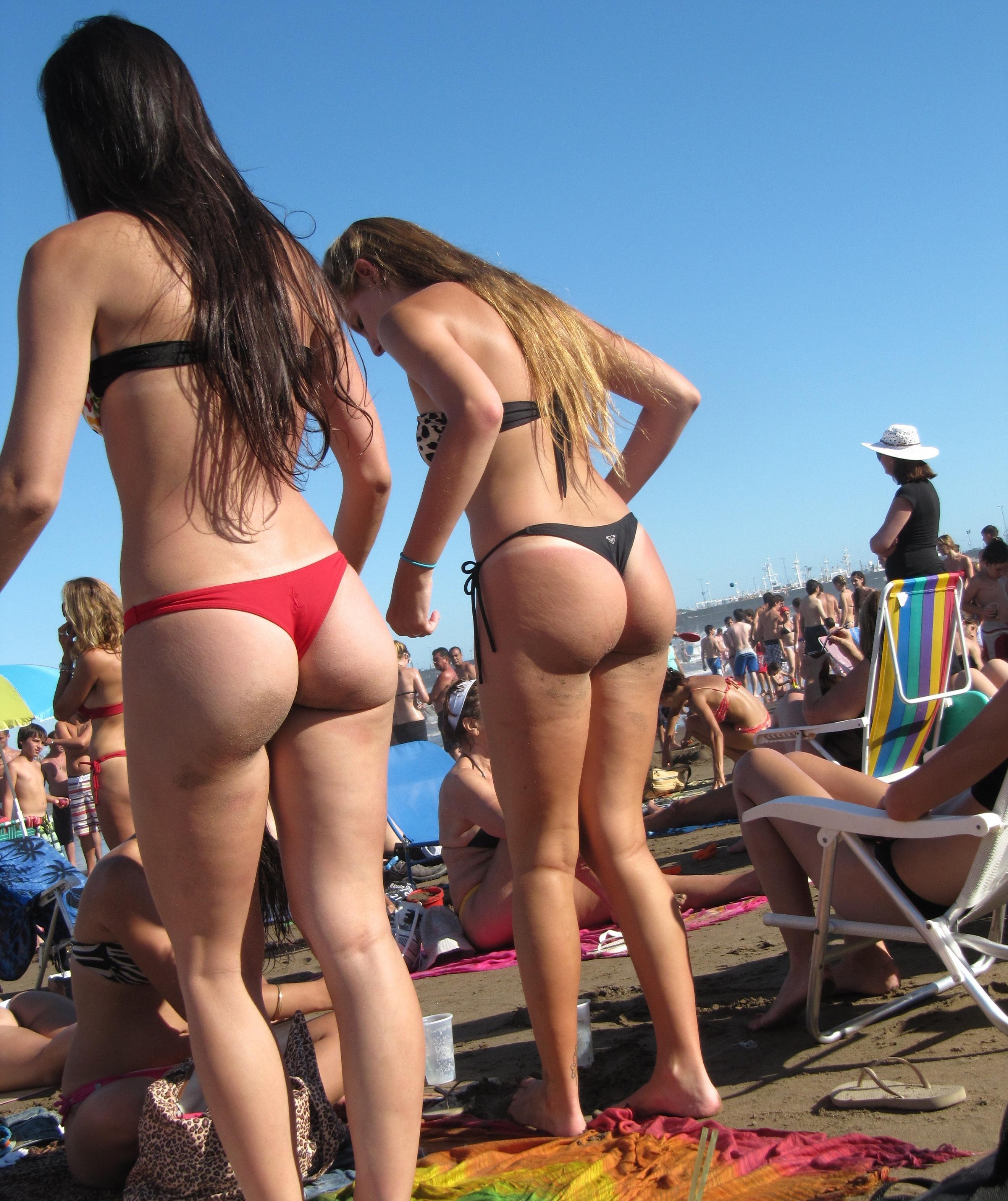 2 pendejas en la playa