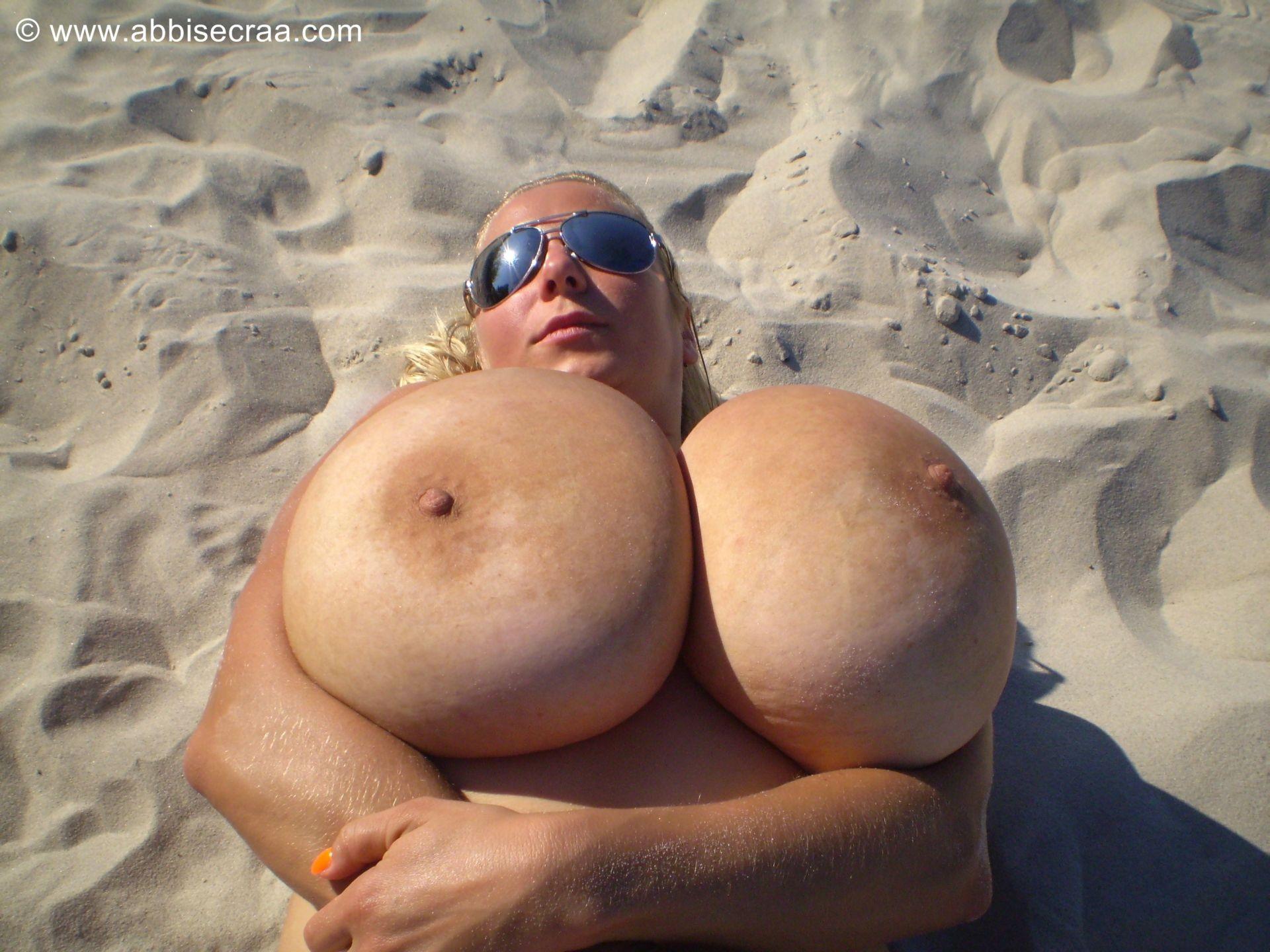 Натуральные большие груди черные