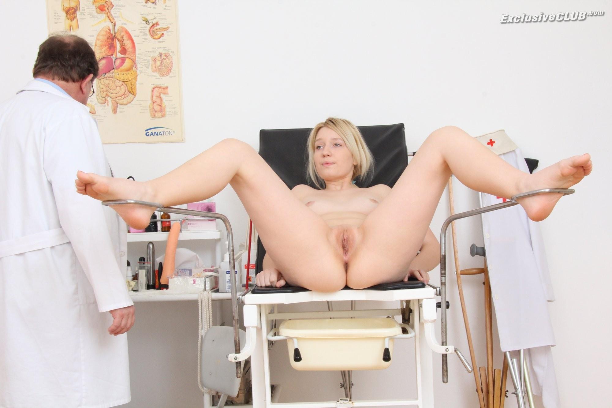 окна мелькает онлайн видео в кабинете у гинеколога даже
