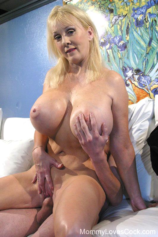 Latinbeautyx naked on live jasmin