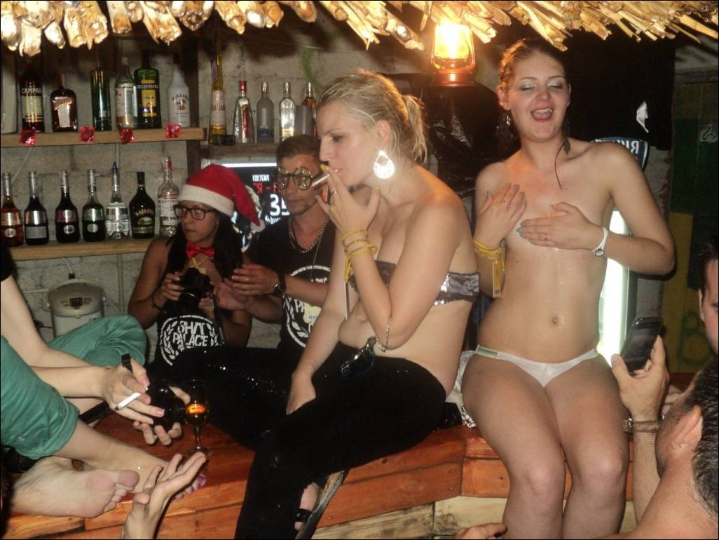 Пьяные и голые на вечеринке, Пьяные вечеринки - смотреть лучшее порно в хорошем 8 фотография