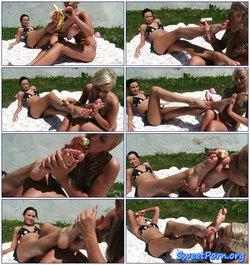 Jessica Bee lick Nikita's feet
