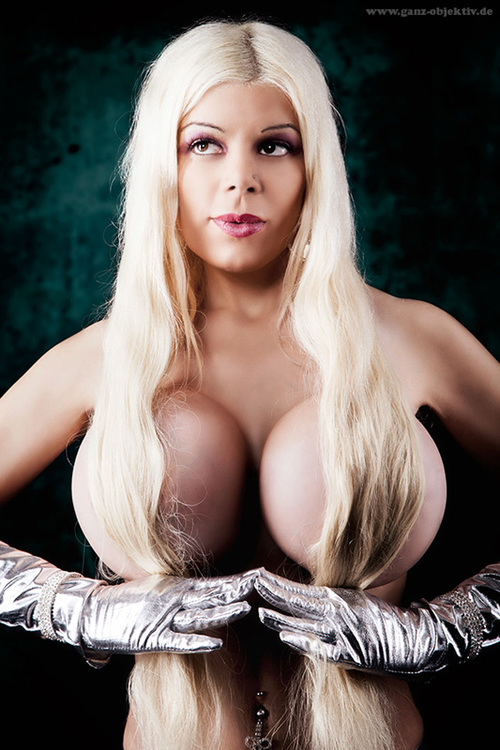 Martina Big Naked