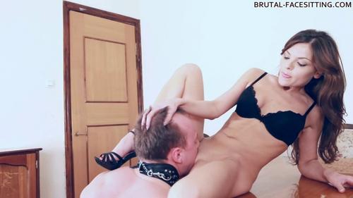 Смотреть порно facesitting онлайн 22 фотография