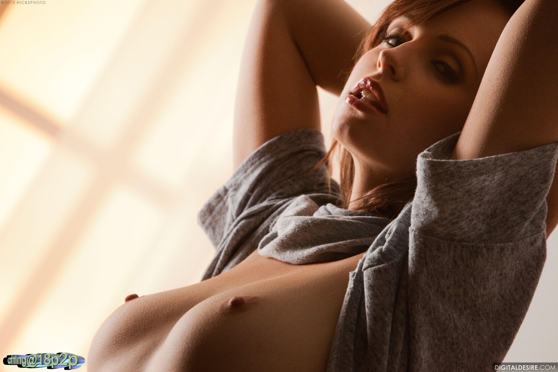 Посмотреть на сексуальную грудь девушки бесплатно 18 фотография