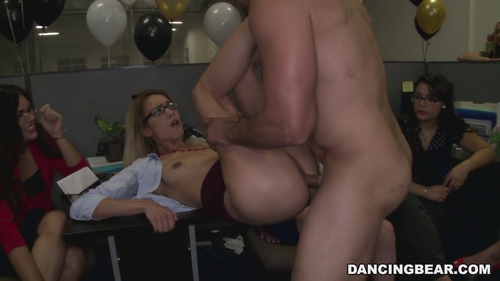 Secretaries suck dick and the manager hardcore fucked!