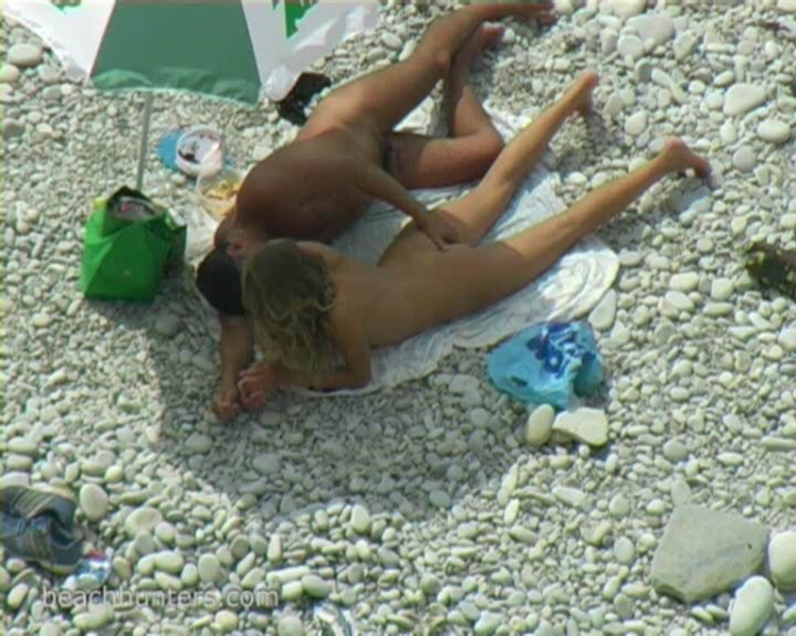 скрытая мини камера на пляже видео