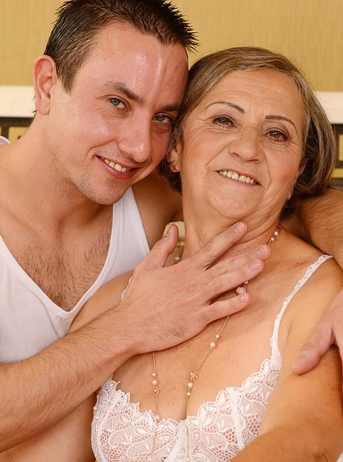 секс бабушака и молодая ру