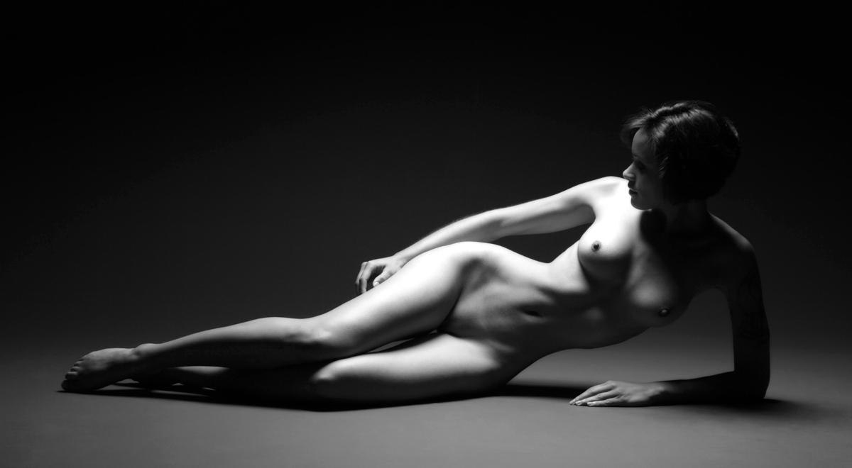 Nude female artist