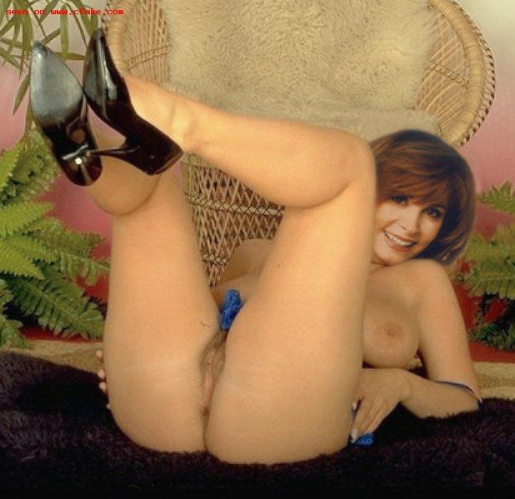 Stefanie powers breasts, butt scene in the invisible strangler