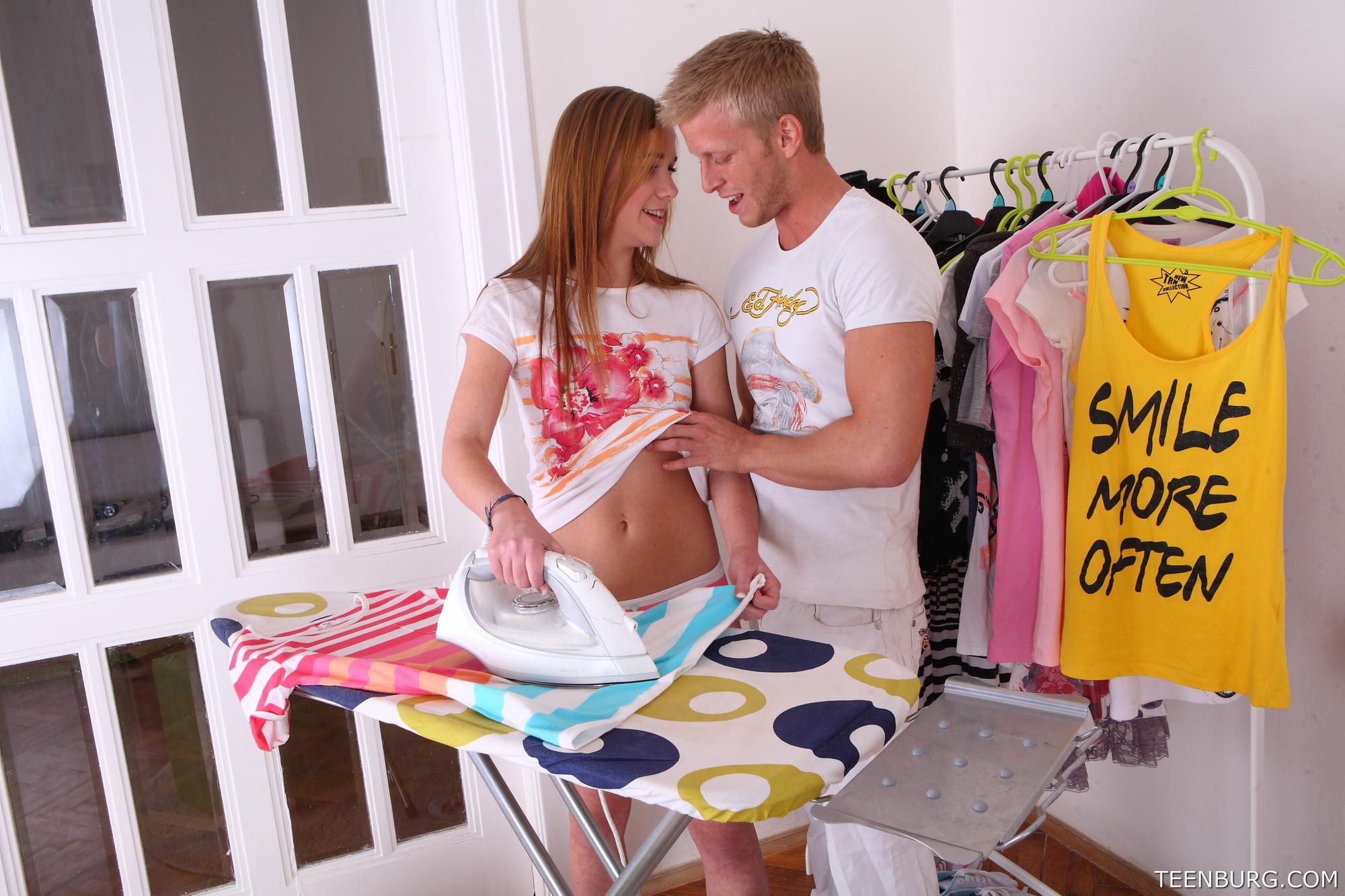Kamila recibe visitas de su novio y el se la folla