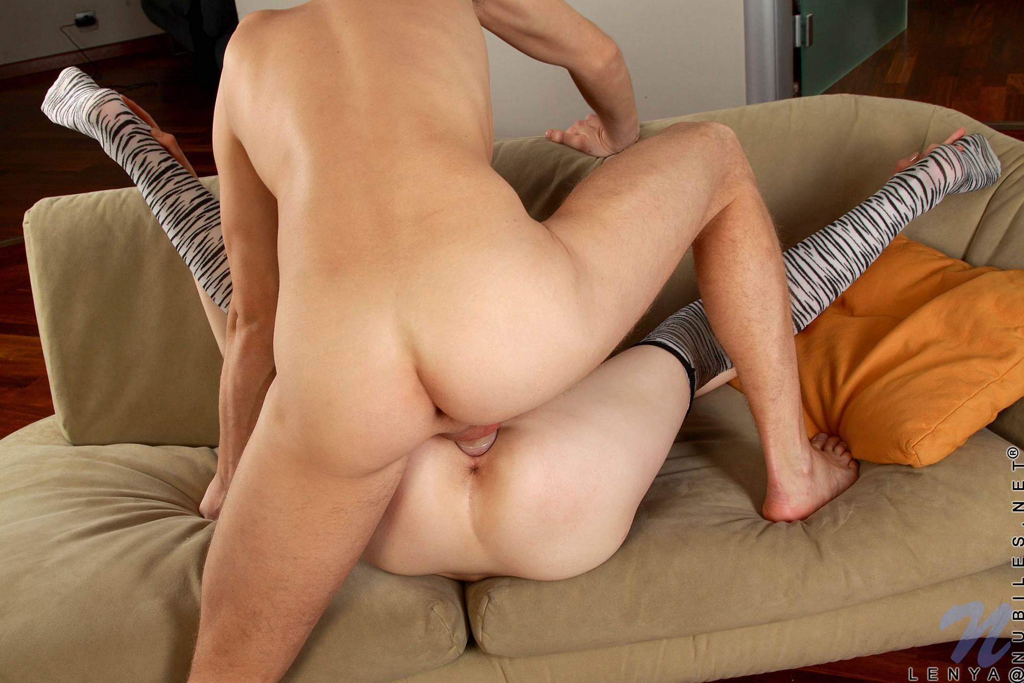 Lenya fotos sexys en el sofá, mamada y sexo duro